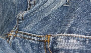 Jeans-Stoff muss man regelmäßig pflegen (Foto: crayolarabbit/CC BY-SA 2.0)